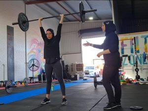 muslim female coach crossfit powerlifting